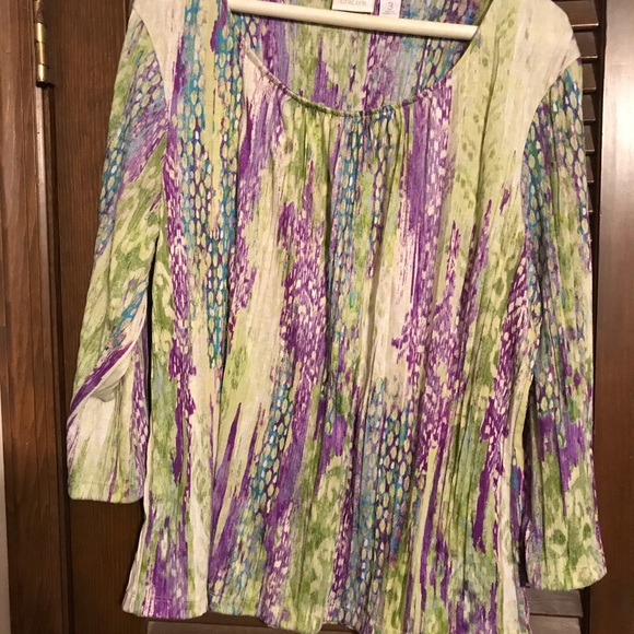 Chico's Tops - Chico's top. Crinkled fabric. Size 3